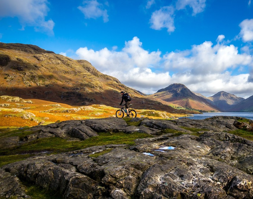 Na co zwrócić uwagę przy wyborze górskiego roweru? Jak wybrać najlepszy model w zależności od stylu jazdy?